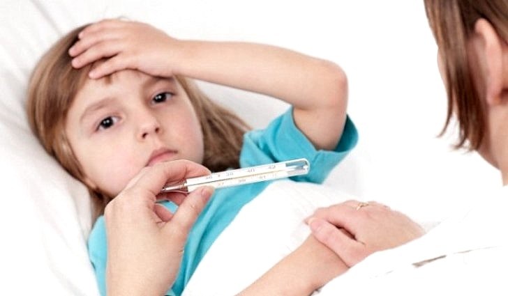 Как сбить температуру больному ребенку