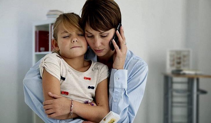 Болит живот у ребенка причины