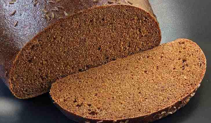 Ржаной хлеб содержит полезные углеводы