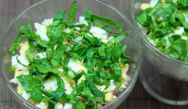 Салат из шпината и болгарского перца