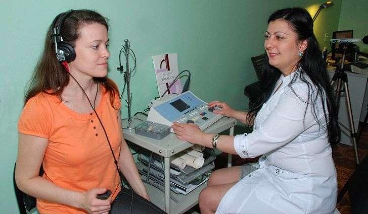 В каких единицах или параметрах измеряется состояние слуха?