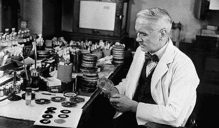 Александр Флеминг впервые открыл пенициллин