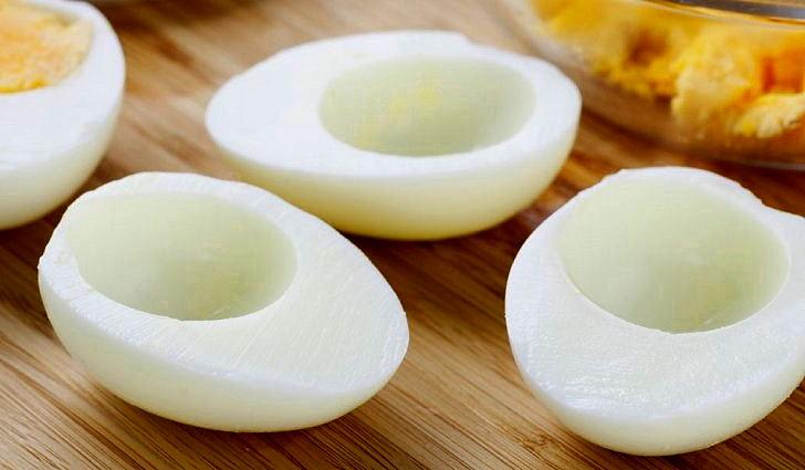 Белок яйца смешивают с новокаином и лечат стоматит